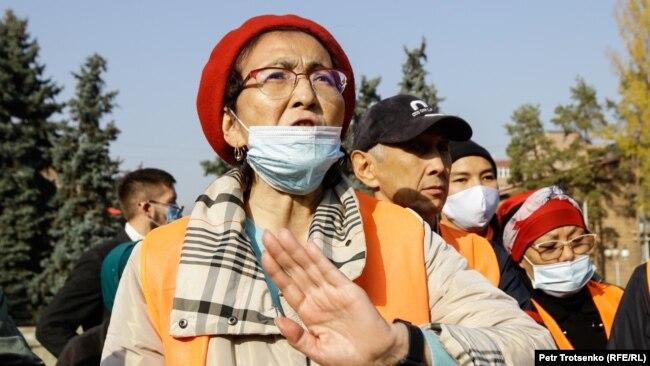 Правозащитница Бахытжан Торегожина на митинге Алматы. 31 октября 2020 года.