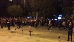 Нови тензии меѓу полицијата и демонстрантите