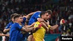 İtaliya millisinin qələbə sevinci