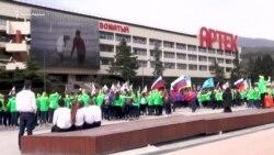 Флешмоб и гимн России: в «Артеке» открыли «космическую» смену (видео)