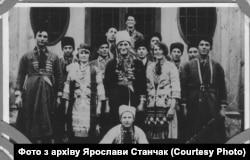 Театральний гурток в селі Лази, 1931 рік. Фото з архіву Ярослави Станчак
