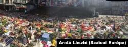 Az áldozatok emlékműve az uniós negyedben az első évfordulón