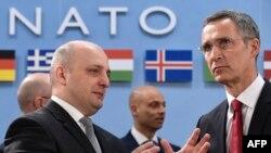 По словам генсека альянса, до конца года страны НАТО, а также партнеры альянса проведут военные учения в Грузии на базе постоянного тренировочного центра