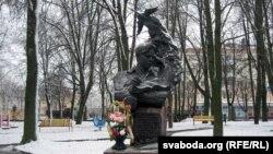 Помнік Караткевічу ў Воршы, архіўнае фота
