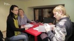 Українська волонтери безкоштовно навчають української мови