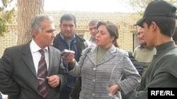 Məlahət Nəsibova Naxçıvan bazarında müsahibə alır, 4 noyabr 2007