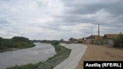 Авылны Казакъстаннан аеручы Иләк елгасы