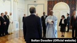 Алмазбек Атамбаевдин элчилерди кабыл алды. 27-октябрь, 2017-жыл
