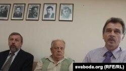 Арганізатары акцыі 16 жніўня Андрэй Саньнікаў, Станіслаў Шушкевіч і Анатоль Лябедзька.