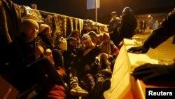 Փախստականներ Գերմանիայի և Ավստրիայի սահմանին՝ կամրջի վրա, 27-ը հոկտեմբերի, 2015թ.