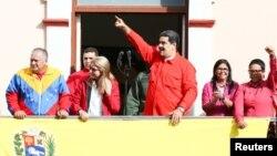 Николас Мадуро жақтастарының алдында сөйлеп тұр. Каракас, 23 қаңтар 2019 жыл.