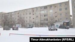 Дом, в котором находится квартира, подаренная местным бизнесменом для сирот. Павлодар, 21 декабря 2016 года.