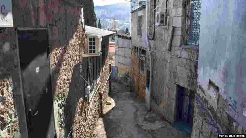 Tik yoquş ve enişli aralıqlar – Yaltanıñ hususiyetlerinden biridir