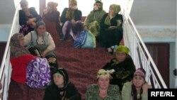 Women from the Zarnisor market