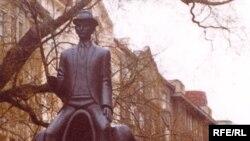 Statuia lui Kafka la Praga