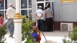 Nobatlar, garaşmak, COVID synaglary. Türkmenistanlylar ýurtdan çykmak üçin mümkinçilik gözleýärler