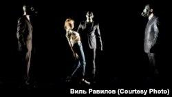 """Сцена из эскизного спектакля """"Золото"""" на лаборатории в Прокопьевске"""