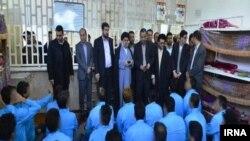 بازدید کاظم موسوی، رئیس دادگستری استان فارس، از محل بازداشت گروهی از معترضان آبان