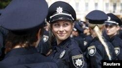 Патрульна поліція України під час урочистої церемонії складання присяги на Софійській площі. Київ, 4 липня 2015 року