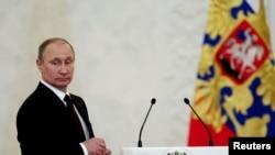 Оьрсийчоь -- Оьрсийн президент Путин Владимир Кремлехь, Лахьанан-бутт, 4, 2013
