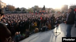 Armenia - Opposition leader Raffi Hovannisian addresses a rally in Yerevan's Liberty Square, 22Mar2013.