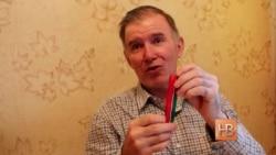 Союз татарской молодежи распространяет ленты флага Татарстана - как символ суверенитета