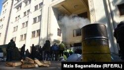 معترضان در نزدیک پارلمان گرجستان