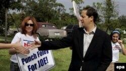 Конгрессмен Марк Фоули проявлял неслужебный интерес к рассыльным конгресса. Республиканской партии пришлось идти на выборы без него. В бывшем округе Фоули во Флориде