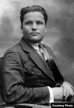 Большевик Сергей Киров (Костриков) не имел прямого отношения к Украине. Но в его честь там назвали областной центр