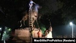 General Robert E. Lee-nin heykəli demontaj olunur
