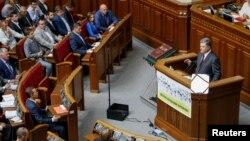 Попереднє послання Петра Порошенка українському парламенту було у вересні 2016 року
