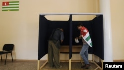 Cоперничество старшего и младшего поколений на этих довыборах в абхазский парламент после 21 декабря завершилось пока вничью 1:1