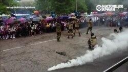 В Самаре одна из школ устроила первоклассникам линейку с оружием, спецназом и дымовыми шашками
