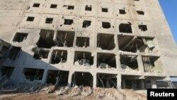 Зруйнована будівля в Саракібі, провінція Ідліб, Сирія