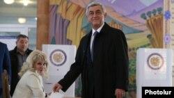 Prezident Serž Sarkisýan ses berýär.