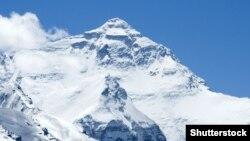 Эверест - самый высокий пик мира, 8848 метров над уровнем моря.