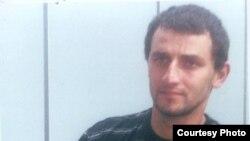 12 октября Хизыр сам пришел к своему родственнику-полицейскому, который тоже живет в станице Троицкая. Он рассказал ему и вызванному отцу о том, что полицейские избивали его, требуя взять на себя три убийства
