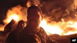 Пожар нефтехранилища во время боев в Мисурате