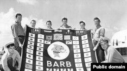 """Экипаж """"Барба"""" с флагом субмарины"""