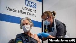 Британия дунёда коронавирусга қарши вакцинани маъқуллаган биринчи давлат бўлган