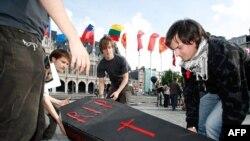 Одна из акций протеста тех европейских студентов, которые считают, что Болонский процесс похоронит национальное образование
