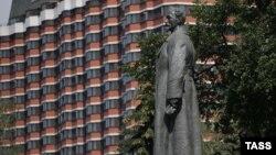 Памятник Дзержинскому, ранее стоявший на Лубянской площади в Москве