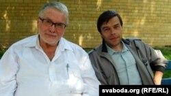 Улдыс Бэрзыньш з сваім перакладчыкам Андрэем Гуцавым