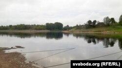 На дальнім пляне — мост цераз Касплю