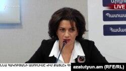 Основатель фонда «Мой шаг», супруга премьер-министра Никола Пашиняна Анна Акопян на пресс-конференции, Ереван, 7 августа 2018 г.