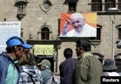 Центральная площадь боливийского города Ла-Пас в преддверии визита папы Франциска
