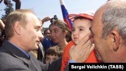 Президент России Владимир Путин (архивное фото, 2001 год)