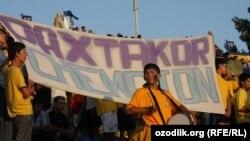 Болельщики на стадионе ФК «Пахтакор» в Ташкенте, 26 февраля 2013 года.