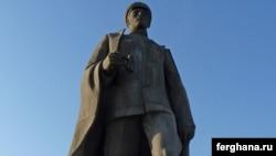 Ташкенттегі генерал Сабыр Рахимовтың ескерткіші.