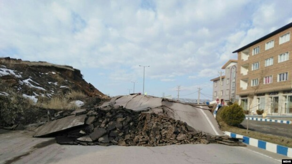 بارش شدید در تهران و رانش زمین در جاده کن؛ برخی از بزرگراهها و جادهها مسدود شدند